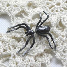 Single large spider earring