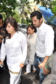 Bollywood celbs visit Dara Singh's home