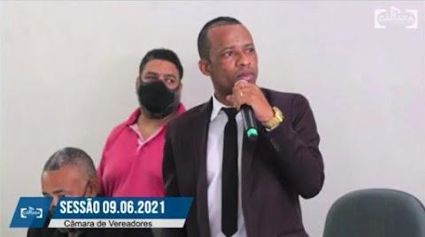 Irritado, vereador Pastor Evandro ataca IDenuncias e admite ter perdido terreno público doado por Hagge