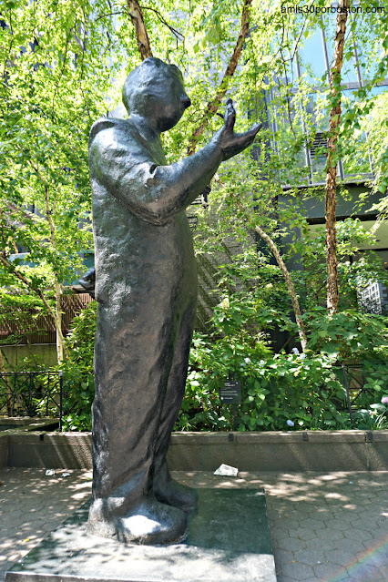 Esculturas de Jim Rennert en One Dag Hammarskjöld Plaza, Nueva York