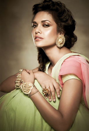 Esha Gupta beautiful photos, Esha Gupta sexy photos, Esha Gupta in desi girl avatar