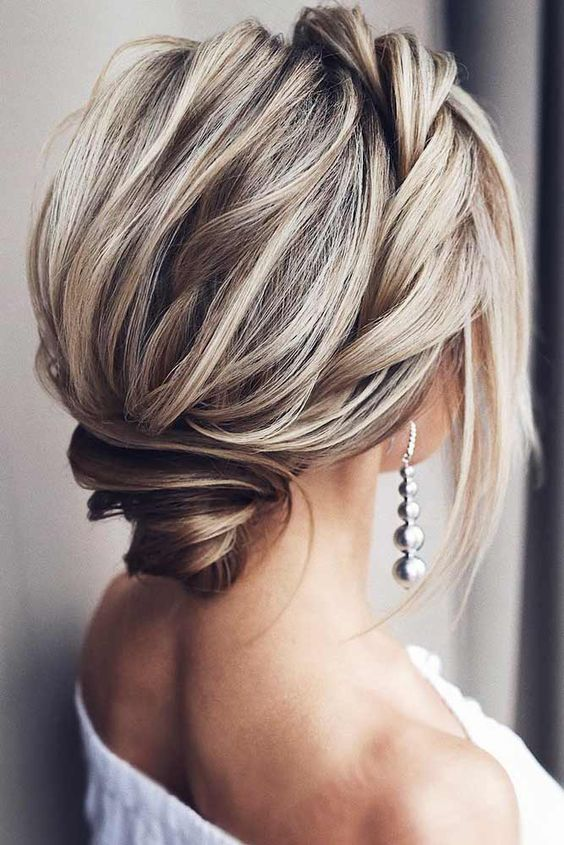 LOVELY MEDIUM LENGTH HAIRSTYLES FOR A ROMANTIC VALENTINES DAY DATE