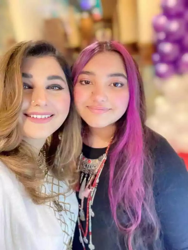 Beautiful Pictures of Javeria Saud With Her Husband And Kids At A Family Wedding