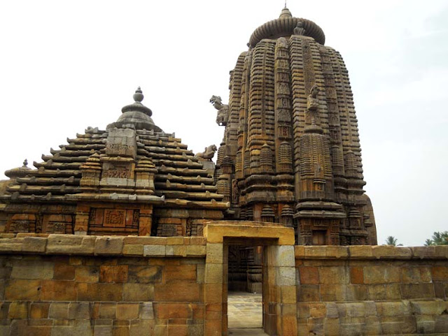 The Brahmeswara Temple, Bhubaneshwar, has two main parts - the jagamohana and the shikhara
