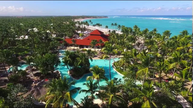 If you are looking for a family vacation in the Caribbean, welcome to the 5-star hotel Grand Bavaro Princess All Suites Resorts, Spa & Casino. Located in the Dominican Republic, on the beautiful Bavaro Beach, and in one of the areas best known for the incomparable beauty of its scenery, and the quality and cleanliness of its white sand and transparent turquoise waters. A truly excellent beachfront location, just 25 minutes drive from the airport, and near some of the most beautiful golf courses in the Caribbean.