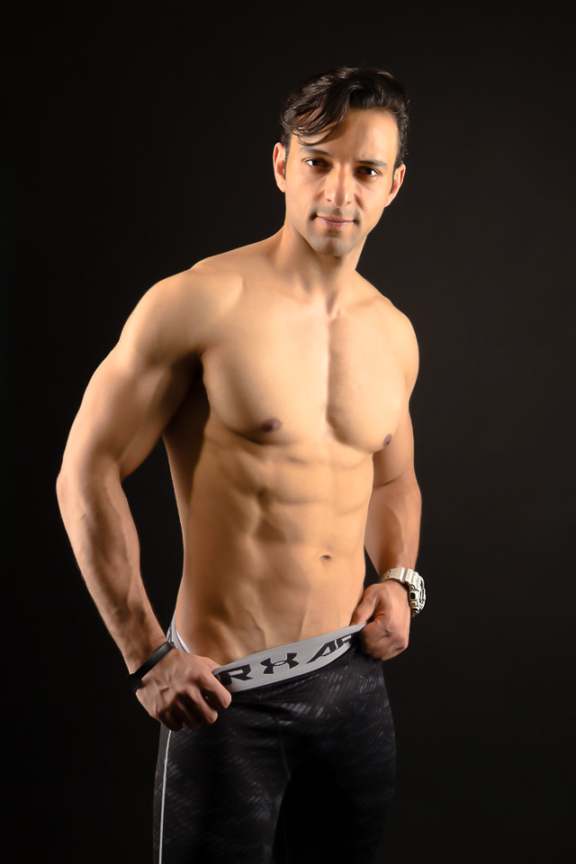 Personal trainer Eduardo Morais mostra o corpo sarado em ensaio. Foto: Leonardo Santos