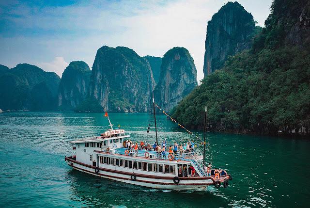 Trải nghiệm du thuyền trên vịnh Hạ Long