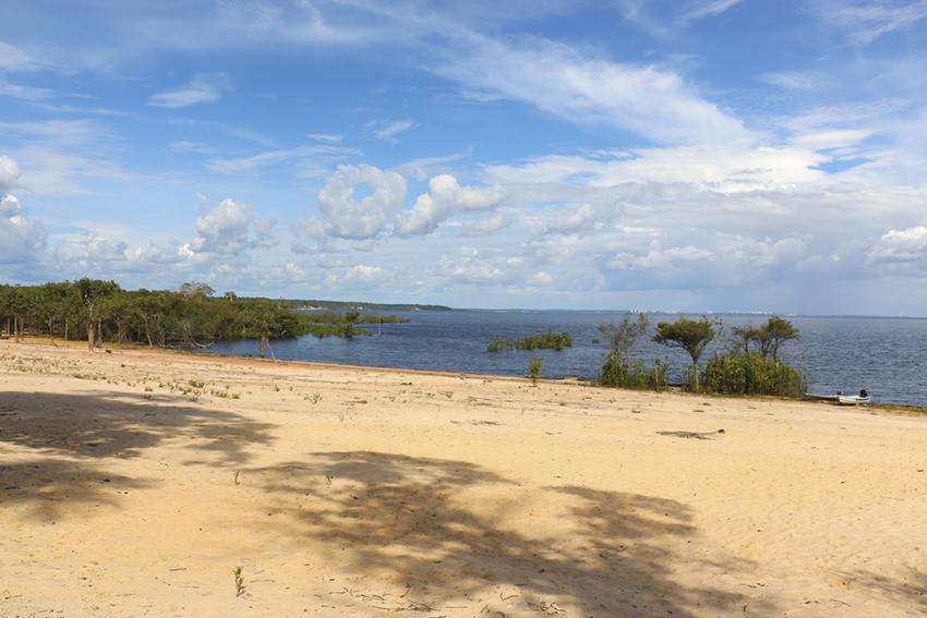Praia indígena em Manaus