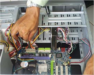 Memasang Kabel Kabel Komputer