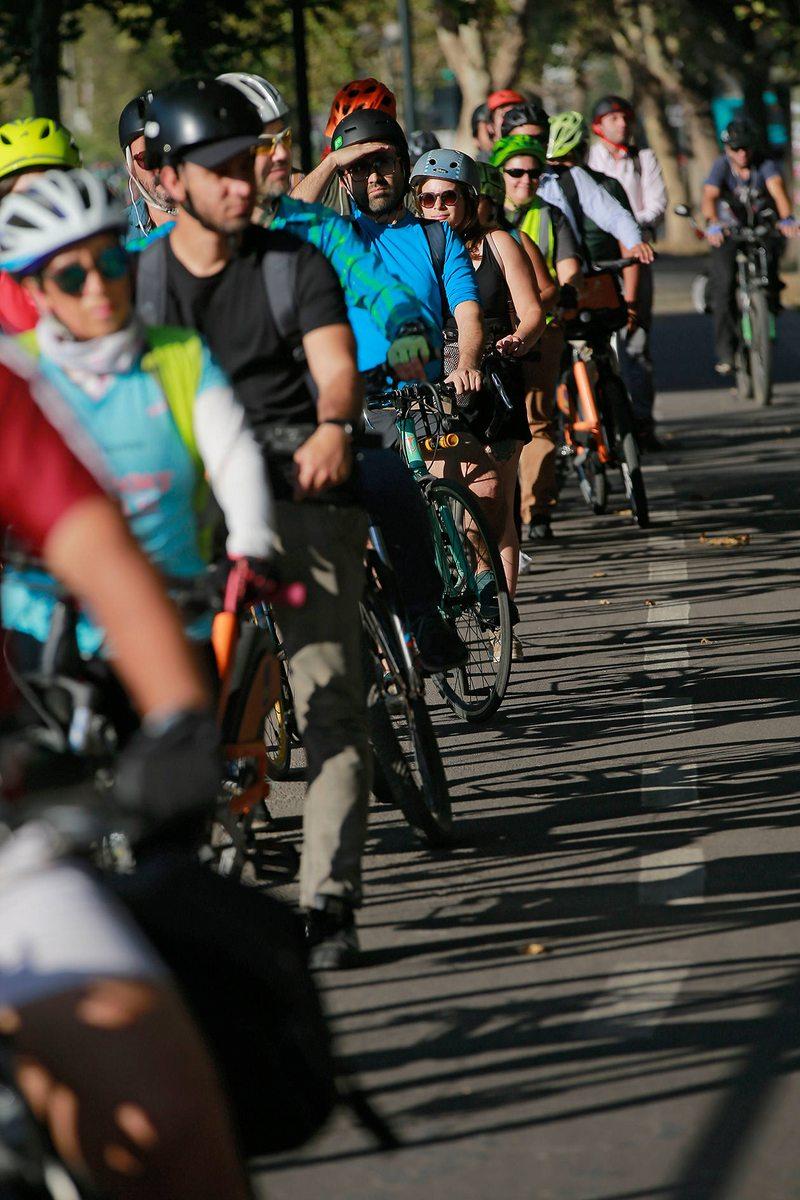 Boom de ciclistas en hora punta arma tacos en ciclovías de Providencia