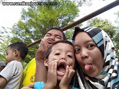 wefie keluarga di faunaland