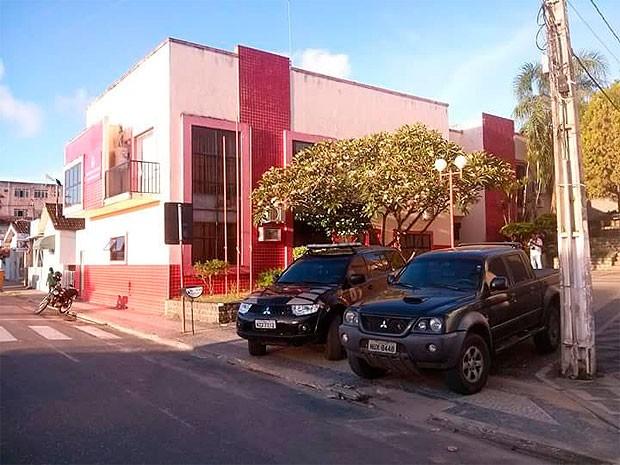 Ação da PF na Prefeitura de Medeiros Neto (Foto: Wanderson Alves da Silva/Arquivo Pessoal)