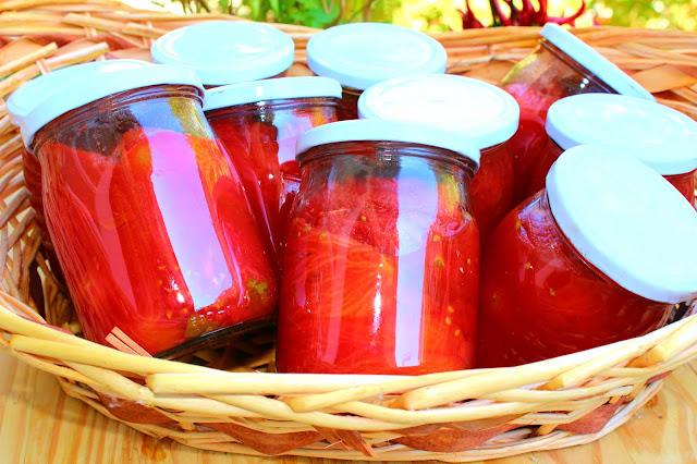 Conserva di pomodori pelati fatta in casa