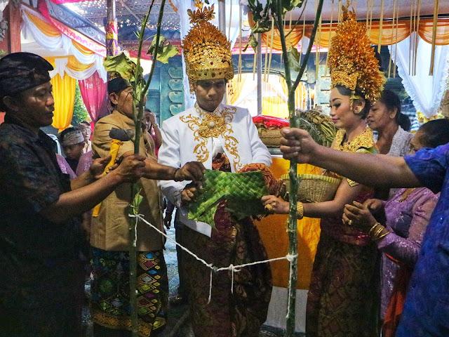 Prosesi Pernikahan Adat Bali tikeh dadakan