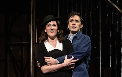 Kurt Weill: Street Scene - Gillene Butterfield, Alex Banfield - Opera North (Photo Clive Barda)