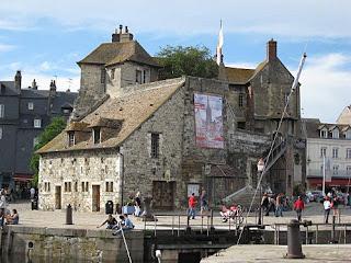 La Lieutenance au port d' Honfleur (Basse Normandie)