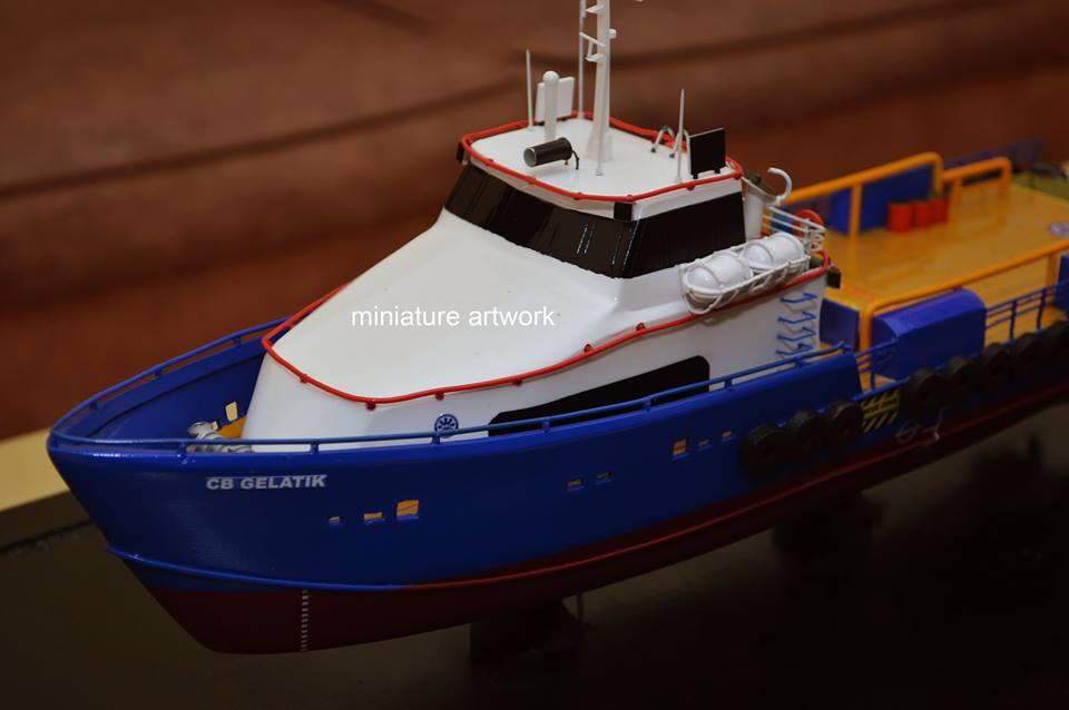 foto gambar maket miniatur kapal crew boat cb gelatik pt baruna raya logistics planet kapal rumpun artwork terbaru