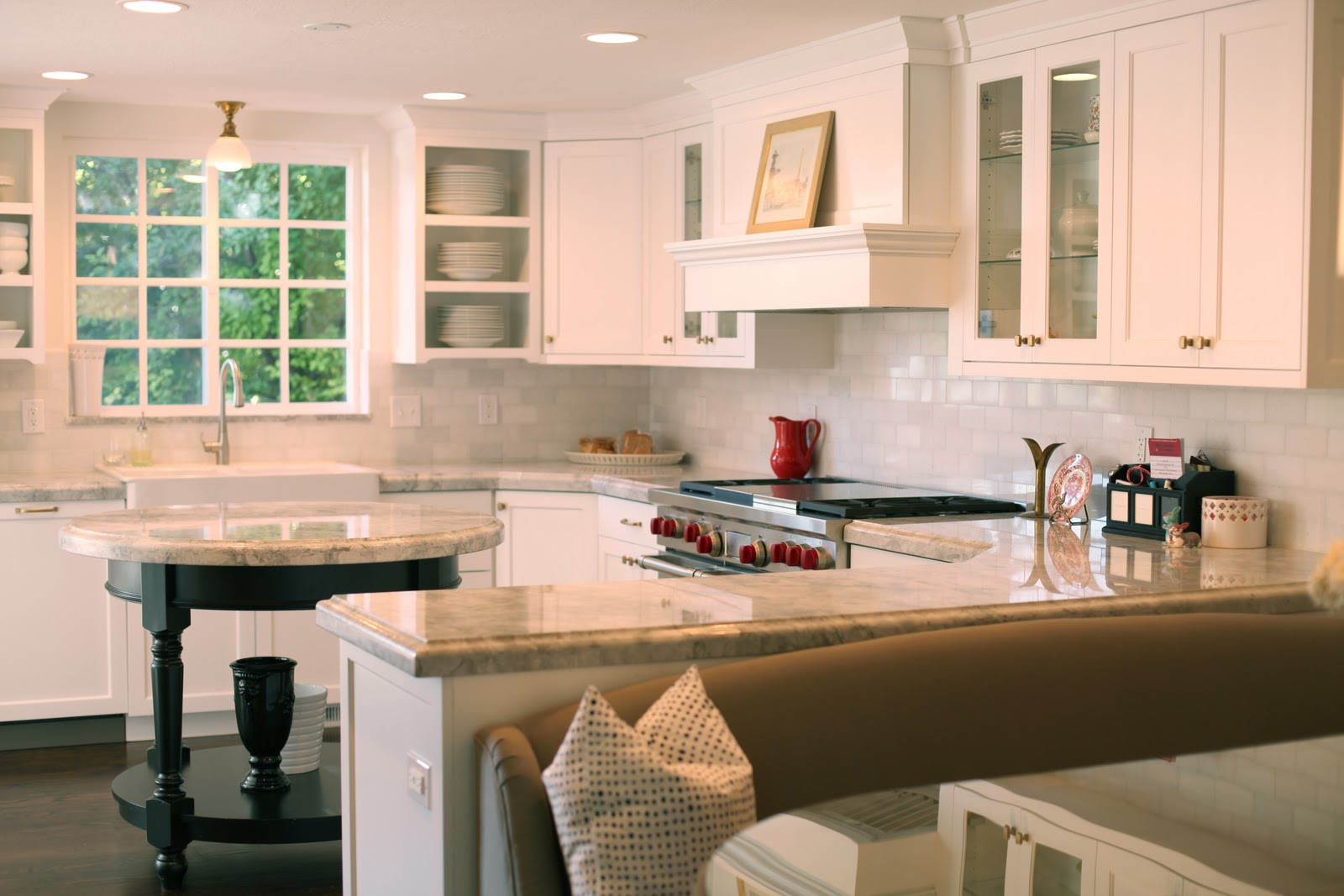 White gold family room kitchen bath pics of our home - Kitchen island with bench seating ...