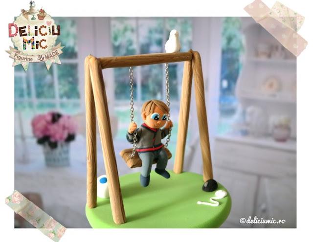 figurina tort baietel in leagan