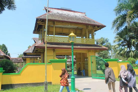 Gapura Dalam Istana Keraton Sambas - Catatan Nizwar ID