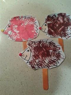 Manualidad infantil erizo pintado con tenedor
