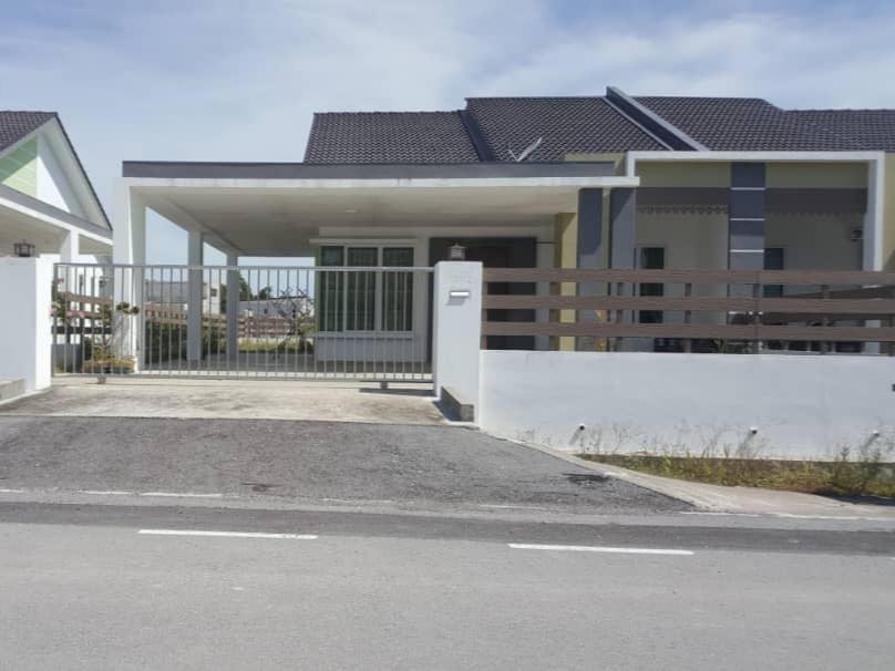 Kereta Sewa Kuching - Murah, Selesa, Selamat