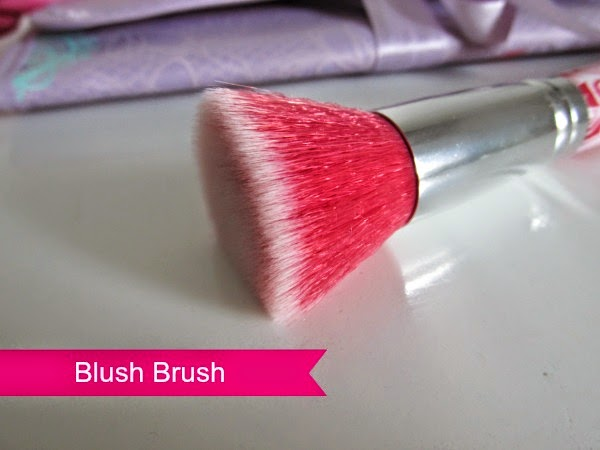 essence bloom me up tools - blush brush
