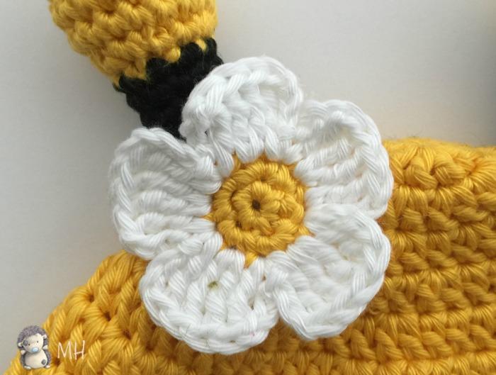 Flor de gorro abeja a crochet