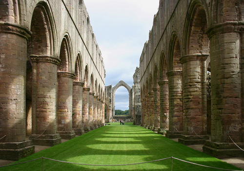 Аббатство Фаунтинс (Fountains Abbey)