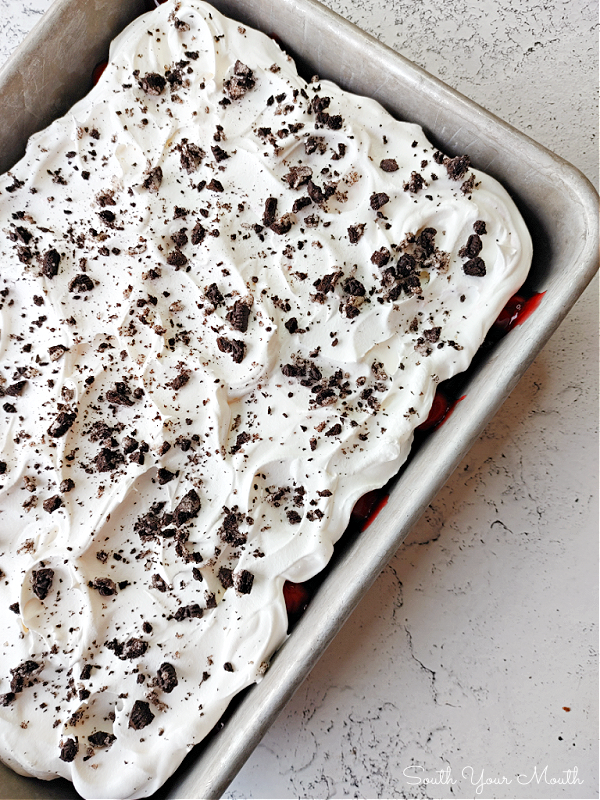 Black Forest Oreo Dessert! A super easy no-bake icebox cake layered with Oreo cookies, chocolate pudding and cherry pie filling. #blackforest #oreo #dessert