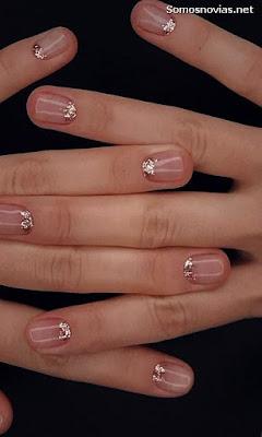 Uñas de novia sencillas