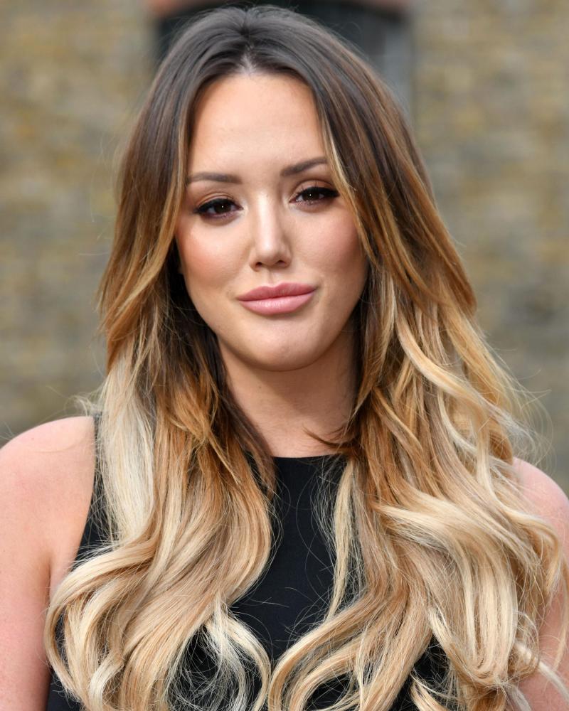 Model Rambut panjang Ombre rambut pirang dan seksi