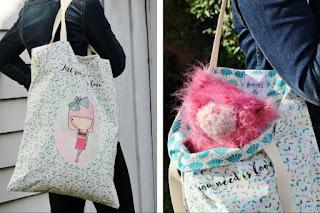 "Tote bag avec image girlie et citation positive ""All you need is love."""