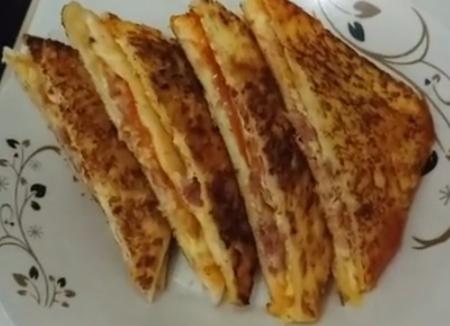 Omelet telur roti tawar