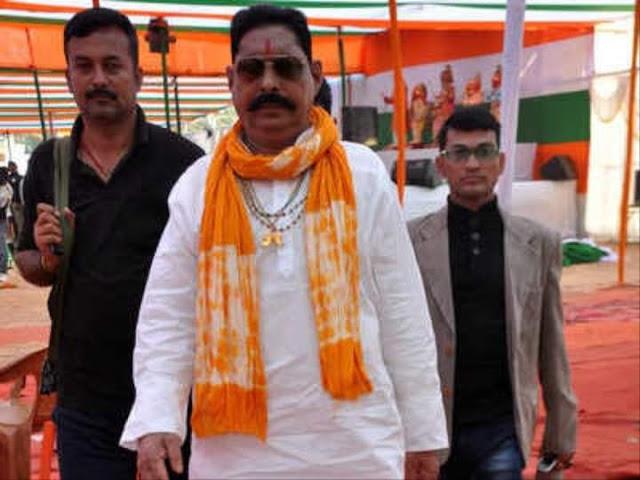 अनंत सिंह एक प्रभावी व्यक्ति हैं और एक सशक्त रूप से राजनीति में अपनी जगह बनाई है