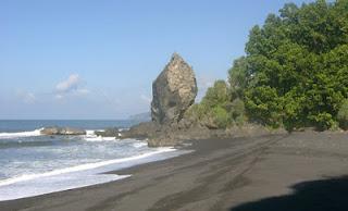 Tempat Wisata Pantai Watu Godeg