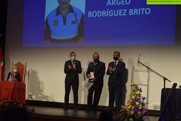 El Ayuntamiento reconoce la labor de los Policías Locales de Santa Cruz de La Palma