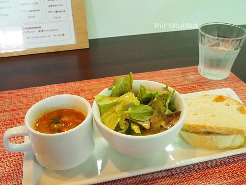 サラダとスープ、パン