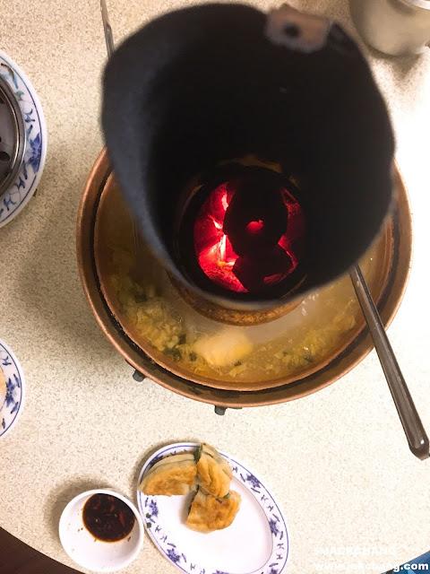 銅爐中間燒的炭火