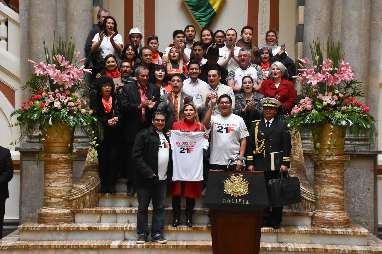 La presidenta constitucional recibió en Palacio de Gobierno a algunos activistas del 21F / ABI