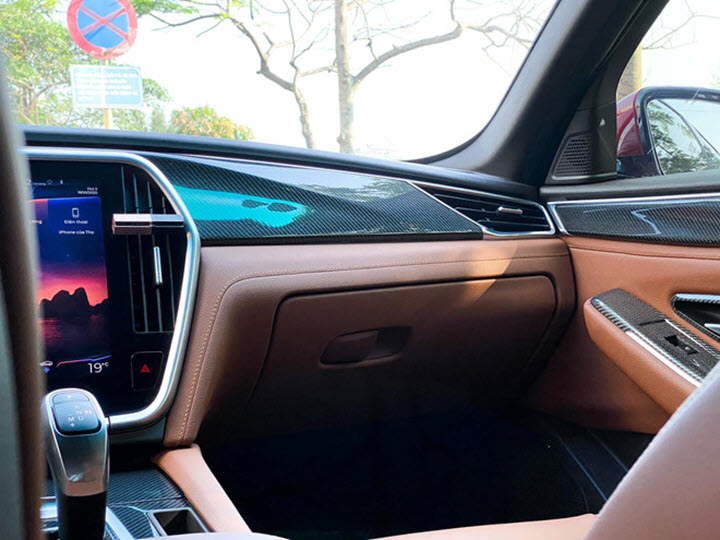 Người Việt chi hơn chục triệu độ nội thất carbon cho xe VinFast