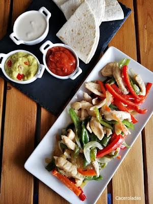 Fajitas o burritos de pollo con verduras