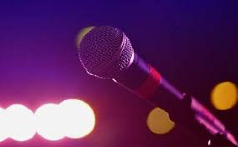 Doliu în lumea muzicii! Celebrul cântăreț a murit chiar pe scenă, cu microfonul în mână!