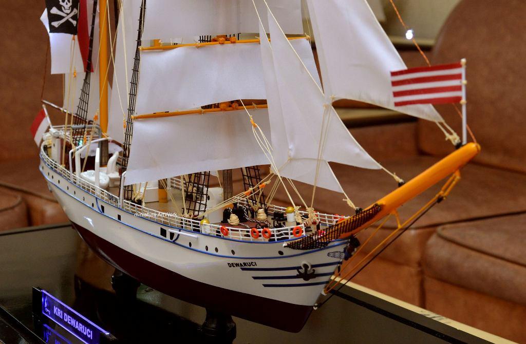 souvenir maket miniatur kapal layar kri dewaruci terlaris