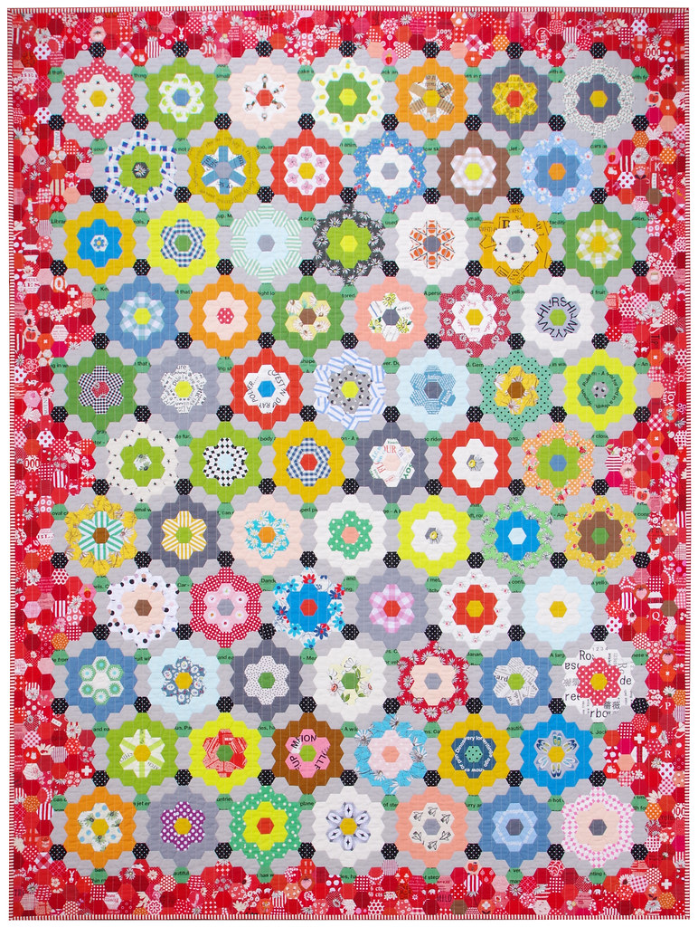 My Pandemic Quilt - Grandmother's Flower Garden Quilt | © Red Pepper Quilts 2020 #hexagonquilt