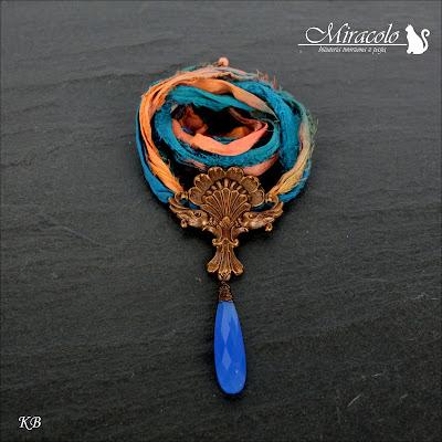 Miracolo, chalcedon niebieski, chalcedon kropla, wisiorek z chalcedonem, jedwab sari, blue chalcedony, chalcedony necklace