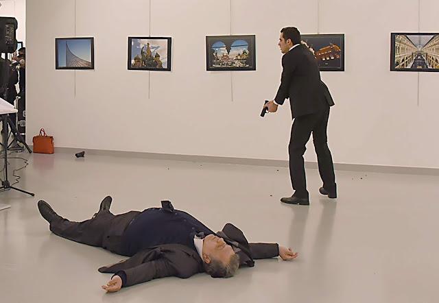 Na Turquia Policial muçulmano assassinou embaixador russo e então gritou, Allahu Akbar