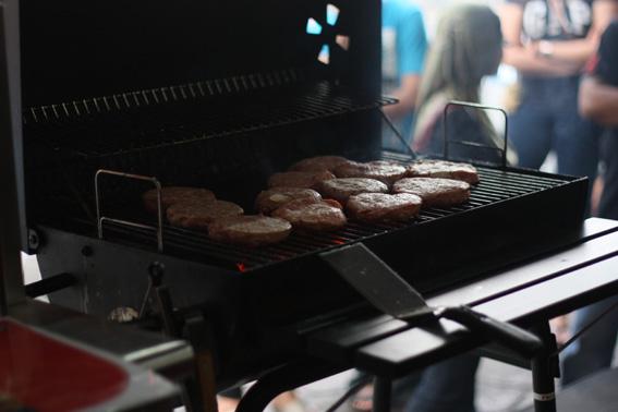 Khabarkini Ra Burger Bakar Pelopori Bisnes