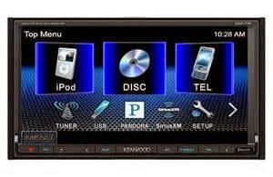 Selanjutnya adalah Fitur; terdapat banyak pilihan fitur yang dapat Anda pilih dari berbagai jenis sistem stereo untuk mobil. Seperti: radio AM / FM, CD/DVD player serta port USB sebagai plug-in gadget iPod dan mp3.