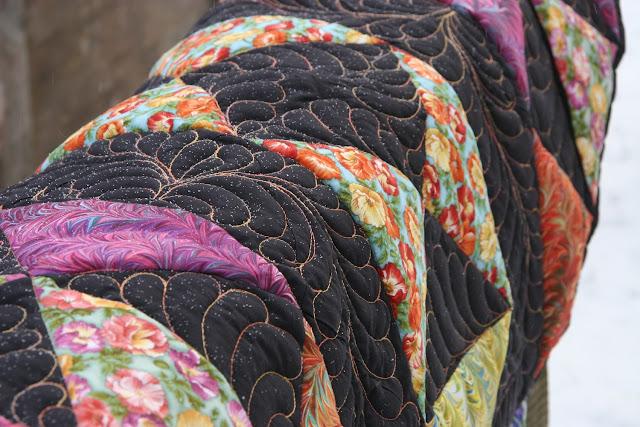 перья, лоскутное одеяло зимой